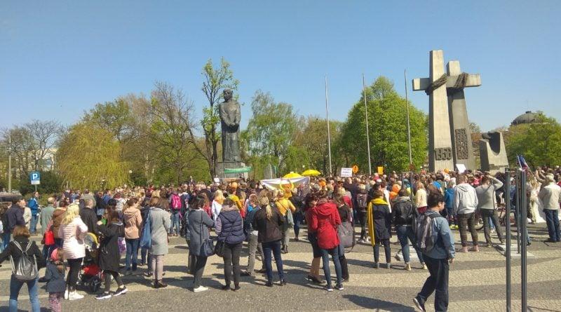 protest nauczycieli fot. karolina adamska 800x445 - Związek Nauczycielstwa Polskiego rozpoczyna strajk włoski
