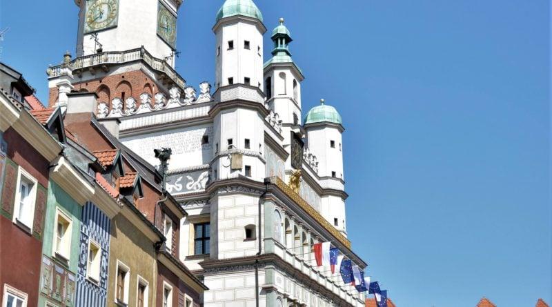 rozdawanie flag 14 800x445 - Poznań: Darmowe flagi na Starym Rynku