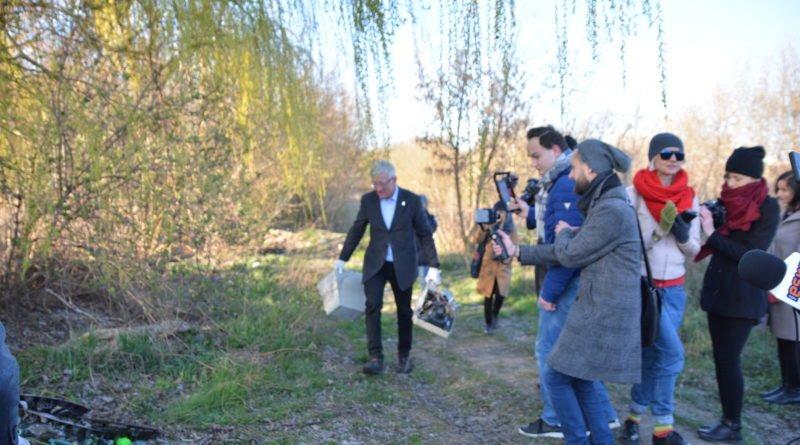 sprzatanie terenow nad warta fot. karolina adamska 7 800x445 - Poznań: Jacek Jaśkowiak sprzątał tereny nad Wartą