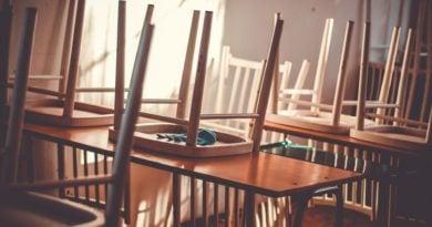 szkola 2 390x205 - Rodzice nadal będą mogli korzystać z dodatkowego zasiłku opiekuńczego