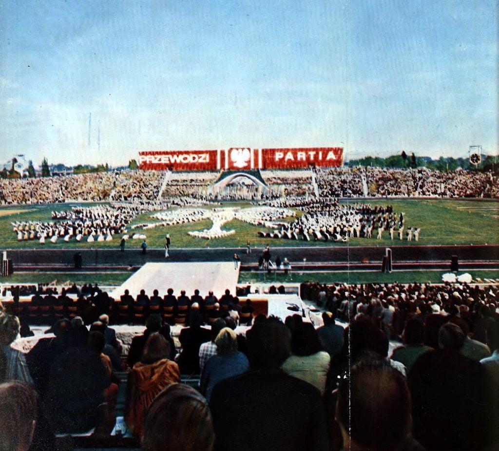 centralne dozynki w poznaniu 8 wrzesnia 1974 fot. kronika miasta poznania 1 1975 1024x926 - Stadion im. Edmunda Szyca - zobacz jak wygląda dzisiaj kultowy obiekt