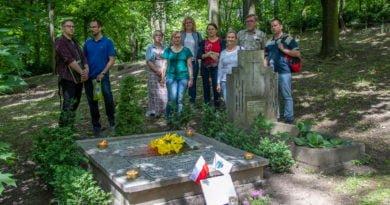 dendroterapia i cmentarz cytadeli slawek wachala 33 390x205 - Zabytkowy Cmentarz św. Wojciecha na Cytadeli - pamięć i opieka