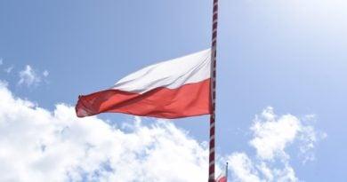 flaga polski fot. ump 390x205 - Poznań: 2 maja to Dzień Flagi. Wojewoda apeluje o jej wywieszenie