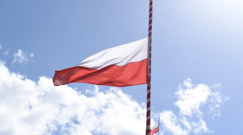 flaga polski fot. ump 800x445 - Poznań: 2 maja to Dzień Flagi. Wojewoda apeluje o jej wywieszenie