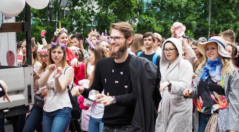 juwenalia 2019 poznan pochod fot. wojtek lesiewicz 27 800x445 - Juwenalia Poznań 2019. Barwny pochód przeszedł ulicami miasta!