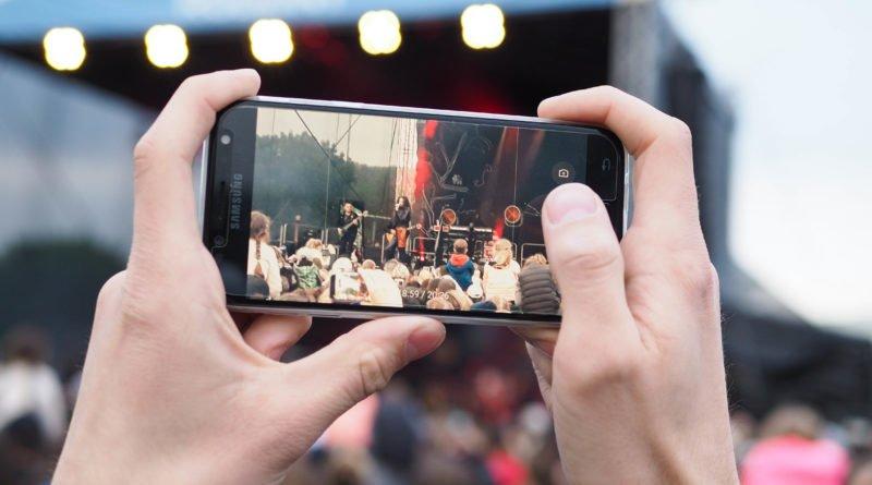 michal szpak koncert fot. wojtek lesiewicz 27 800x445 - Poznań: Michał Szpak zagrał na Łęgach Dębińskich (zdjęcia)