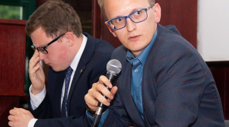 prawica slawek wachala 17 800x445 - Debata o Unii Europejskiej: Trzeba pomyśleć o polexicie