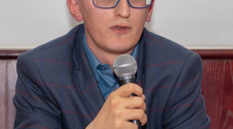 prawica slawek wachala 18 800x445 - Debata o Unii Europejskiej: Trzeba pomyśleć o polexicie