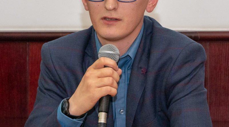 prawica slawek wachala 8 800x445 - Debata o Unii Europejskiej: Trzeba pomyśleć o polexicie
