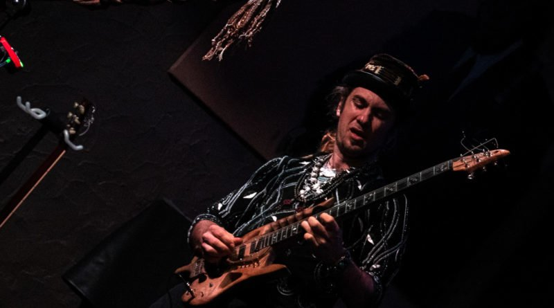 ulrich ellison tribe slawek wachala 15 800x445 - Blues z Texasu w Poznaniu - Ulrich Ellison & Tribe