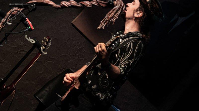 ulrich ellison tribe slawek wachala 5 800x445 - Blues z Texasu w Poznaniu - Ulrich Ellison & Tribe