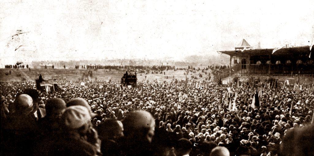 wszechslowianski zjazd spiewaczy otwarcie na stadionie chor 12.000 spiewakow fot. wielkopolska ilustracja nr 34 z 26 maja 1929 str. 2 1024x509 - Stadion im. Edmunda Szyca - zobacz jak wygląda dzisiaj kultowy obiekt