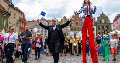 dzien dziecka slawek wachala 37 390x205 - Poznańska Parada Pokoleń i początek obchodów 30 - lecia wyborów 4 czerwca 1989 - zdjęcia