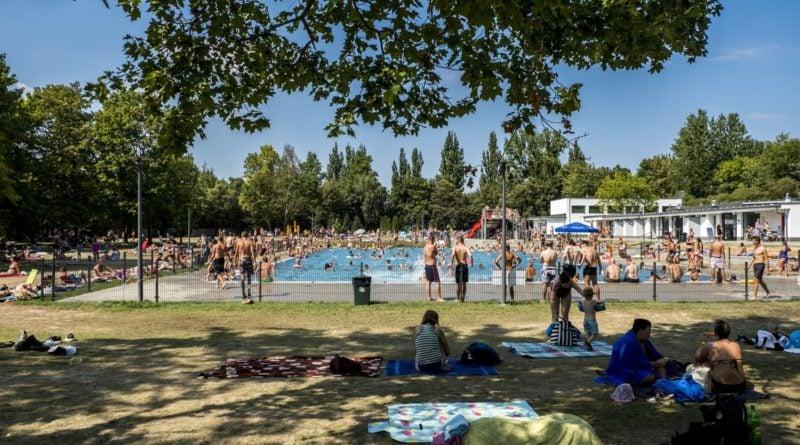 plywalnia w parku kasprowicza fot. ump 800x445 - Poznań: W sobotę już wybierzemy się na pływalnie letnie