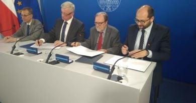Światowy Kongres Historyków podpisanie dokumentów