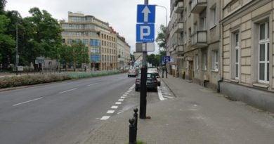 zmienil sie sposob parkowania na ul solnej pomiedzy al marcinkowskiego a placem wielkopolskimpic11016133995232787with ratio16 9 1 390x205 - Zmiany w parkowaniu na Solnej: będzie bezpieczniej!
