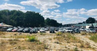 drogi przy stadionie sa w bardzo zlym stanie technicznym mozliwe jest uszkodzenie przejezdzajacych przez nie samochodowpic11016135253236010with ratio16 9 390x205 - Poznań: koniec nielegalnego parkowania przy stadionie Szyca