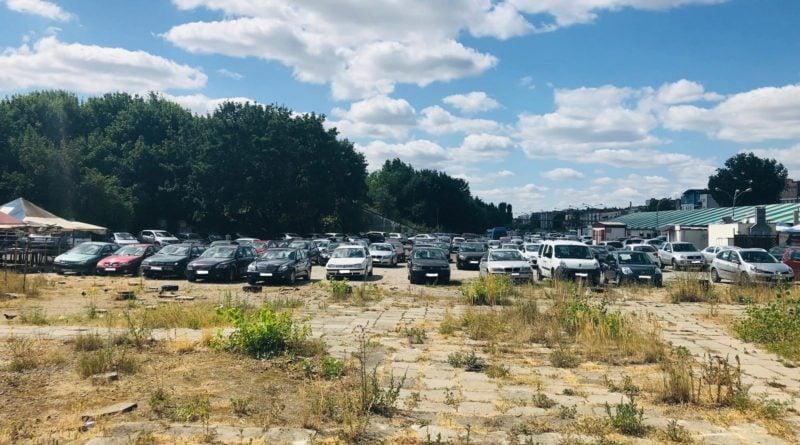 drogi przy stadionie sa w bardzo zlym stanie technicznym mozliwe jest uszkodzenie przejezdzajacych przez nie samochodowpic11016135253236010with ratio16 9 800x445 - Poznań: koniec nielegalnego parkowania przy stadionie Szyca