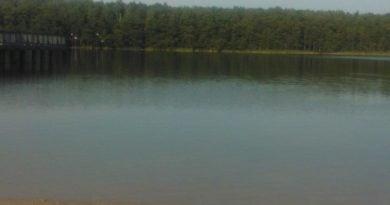 jezioro 390x205 - Skorzęcin: W jeziorze utonął młody mężczyzna