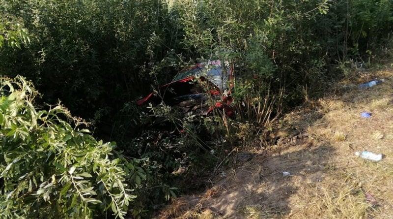 """kabriolet fot. str. mariusz kupczyk kp psp pleszew 1 800x445 - Kabriolet dachował. """"Sytuacja na miejscu wypadku była niezwykle dramatyczna"""""""