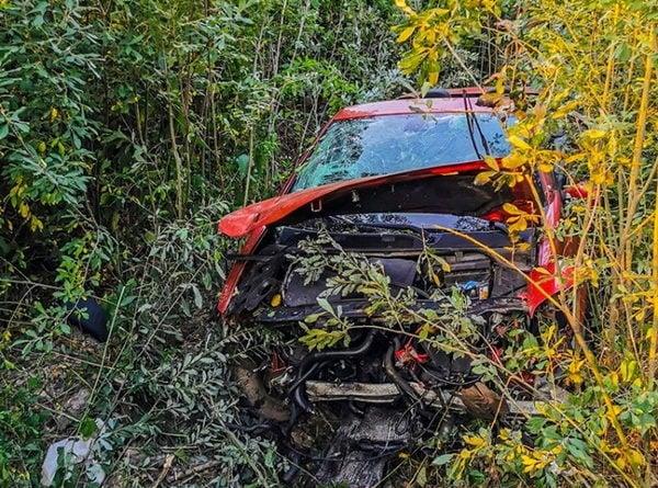 """kabriolet fot. str. mariusz kupczyk kp psp pleszew 2 600x445 - Kabriolet dachował. """"Sytuacja na miejscu wypadku była niezwykle dramatyczna"""""""