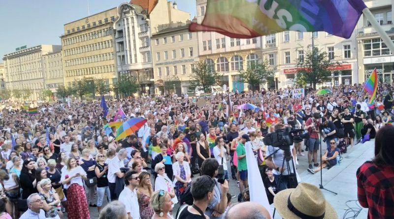 manifestacja poparcia dla osób LGBT fot. Karolina Adamska