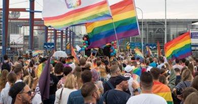 """marsz rownosci 2019 poznan fot. wojtek lesiewicz 25 390x205 - """"Strefa wolna od LGBT"""". Coraz więcej sieci nie chce sprzedawać """"Gazety Polskiej"""""""