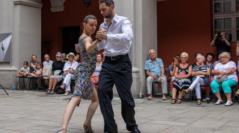 milonga kulturalny stary rynek na golebiej s. wachala 15 800x445 - Milonga pod gwiazdami - w ramach Kulturalnego Starego Rynku