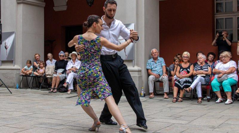 milonga kulturalny stary rynek na golebiej s. wachala 16 800x445 - Milonga pod gwiazdami - w ramach Kulturalnego Starego Rynku