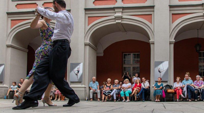 milonga kulturalny stary rynek na golebiej s. wachala 19 800x445 - Milonga pod gwiazdami - w ramach Kulturalnego Starego Rynku