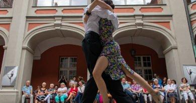 milonga kulturalny stary rynek na golebiej s. wachala 21 390x205 - Milonga pod gwiazdami - w ramach Kulturalnego Starego Rynku