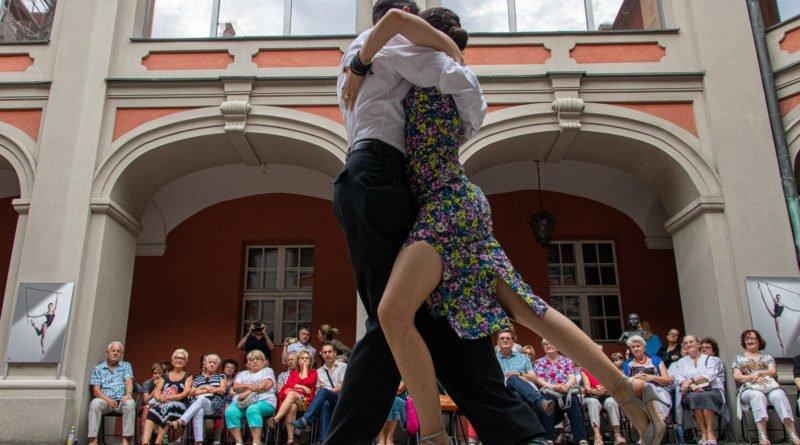 milonga kulturalny stary rynek na golebiej s. wachala 21 800x445 - Milonga pod gwiazdami - w ramach Kulturalnego Starego Rynku