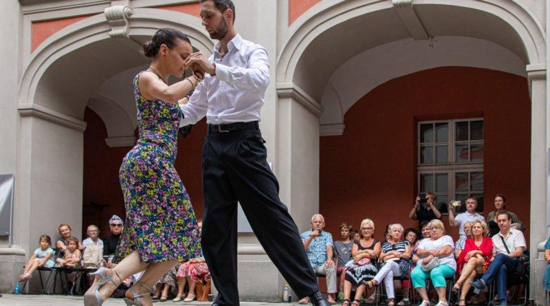 milonga kulturalny stary rynek na golebiej s. wachala 23 800x445 - Milonga pod gwiazdami - w ramach Kulturalnego Starego Rynku