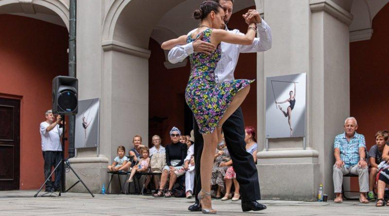 milonga kulturalny stary rynek na golebiej s. wachala 26 800x445 - Milonga pod gwiazdami - w ramach Kulturalnego Starego Rynku