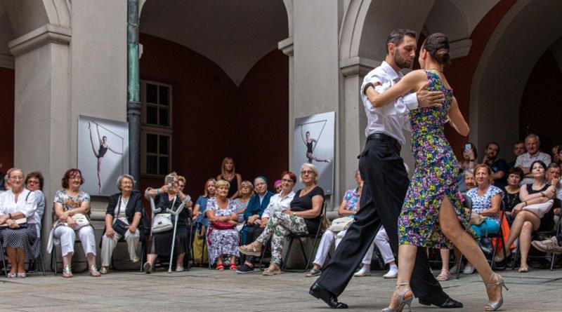 milonga kulturalny stary rynek na golebiej s. wachala 28 800x445 - Milonga pod gwiazdami - w ramach Kulturalnego Starego Rynku
