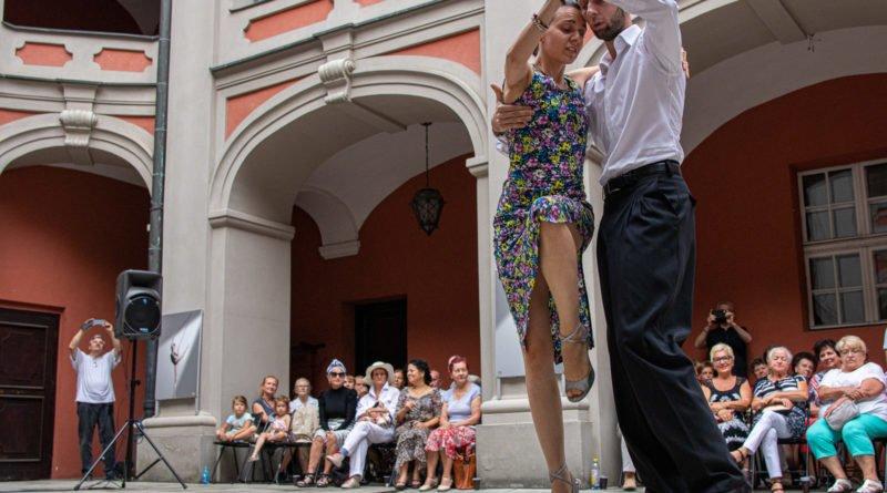 milonga kulturalny stary rynek na golebiej s. wachala 30 800x445 - Milonga pod gwiazdami - w ramach Kulturalnego Starego Rynku