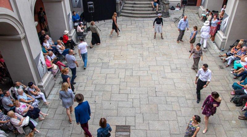 milonga kulturalny stary rynek na golebiej s. wachala 40 800x445 - Milonga pod gwiazdami - w ramach Kulturalnego Starego Rynku