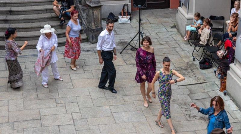 milonga kulturalny stary rynek na golebiej s. wachala 41 800x445 - Milonga pod gwiazdami - w ramach Kulturalnego Starego Rynku