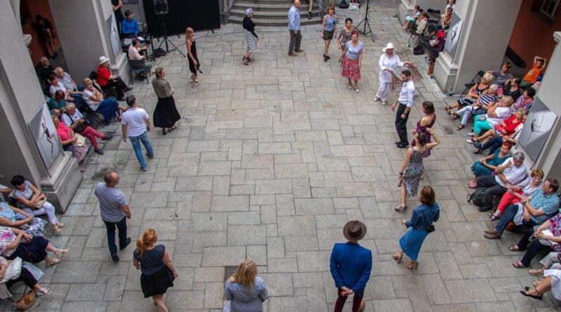 milonga kulturalny stary rynek na golebiej s. wachala 42 800x445 - Milonga pod gwiazdami - w ramach Kulturalnego Starego Rynku
