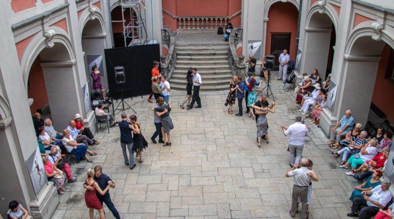 milonga kulturalny stary rynek na golebiej s. wachala 49 800x445 - Milonga pod gwiazdami - w ramach Kulturalnego Starego Rynku