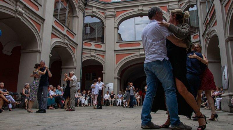 milonga kulturalny stary rynek na golebiej s. wachala 50 800x445 - Milonga pod gwiazdami - w ramach Kulturalnego Starego Rynku