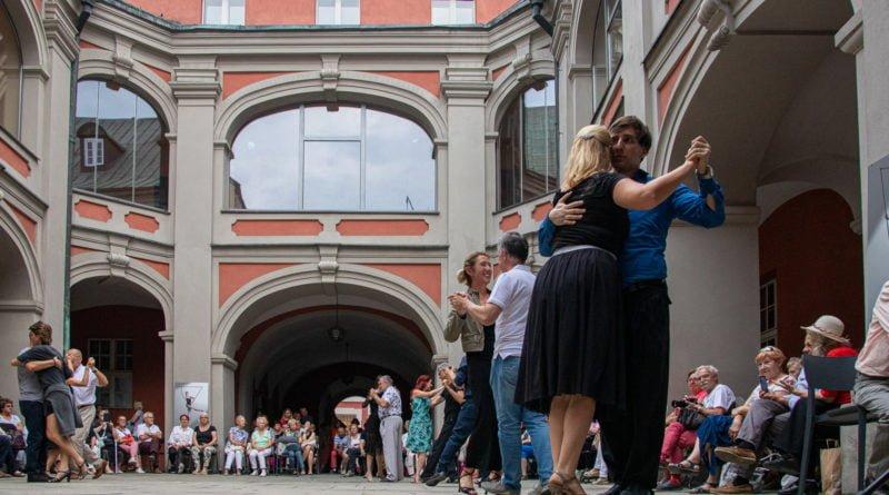 milonga kulturalny stary rynek na golebiej s. wachala 51 800x445 - Milonga pod gwiazdami - w ramach Kulturalnego Starego Rynku