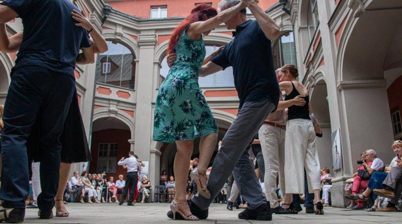milonga kulturalny stary rynek na golebiej s. wachala 55 800x445 - Milonga pod gwiazdami - w ramach Kulturalnego Starego Rynku