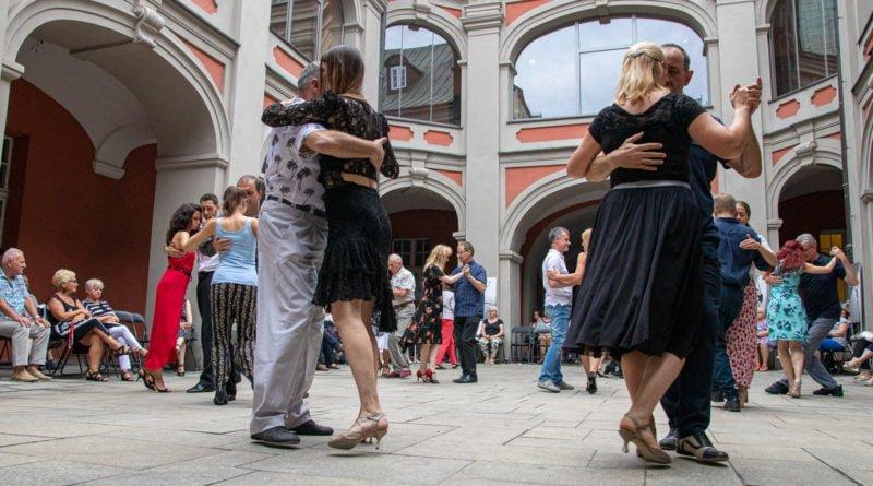 milonga kulturalny stary rynek na golebiej s. wachala 57 800x445 - Milonga pod gwiazdami - w ramach Kulturalnego Starego Rynku