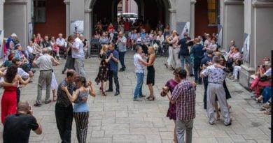 milonga kulturalny stary rynek na golebiej s. wachala 58 390x205 - Poznań: Startuje Lato z Estradą i Kulturalny Stary Rynek