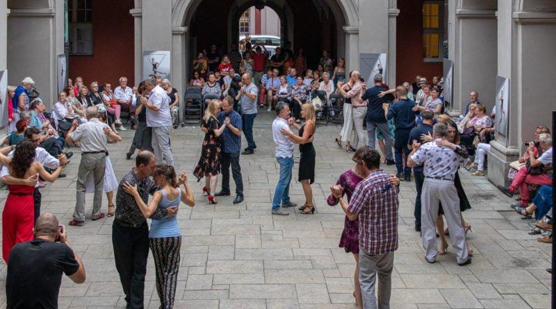 milonga kulturalny stary rynek na golebiej s. wachala 58 800x445 - Milonga pod gwiazdami - w ramach Kulturalnego Starego Rynku
