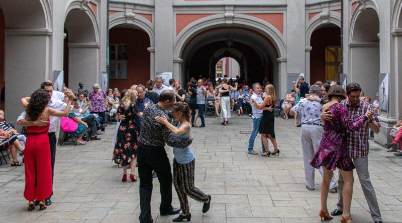 milonga kulturalny stary rynek na golebiej s. wachala 61 800x445 - Milonga pod gwiazdami - w ramach Kulturalnego Starego Rynku