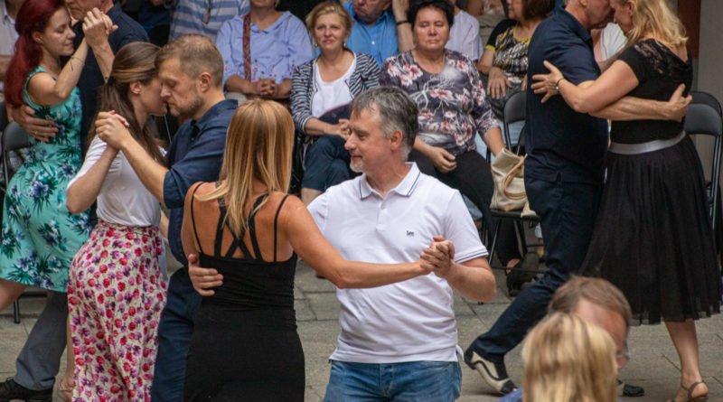 milonga kulturalny stary rynek na golebiej s. wachala 62 800x445 - Milonga pod gwiazdami - w ramach Kulturalnego Starego Rynku