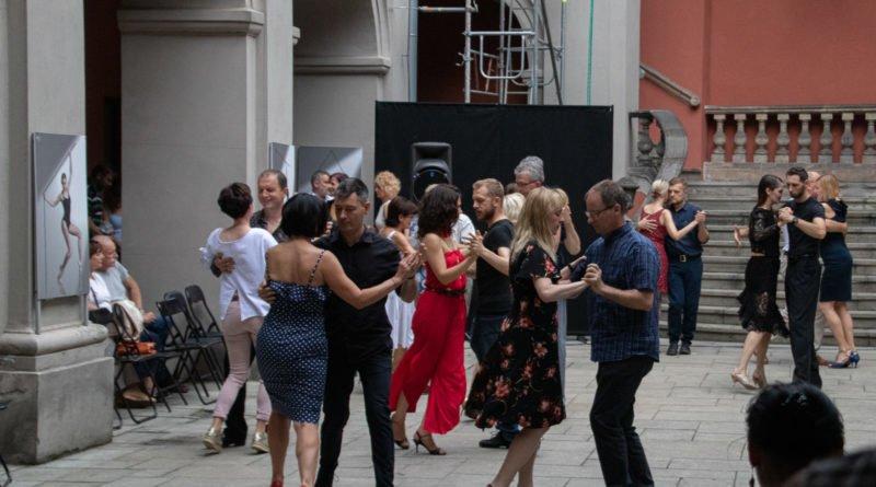 milonga kulturalny stary rynek na golebiej s. wachala 77 800x445 - Milonga pod gwiazdami - w ramach Kulturalnego Starego Rynku