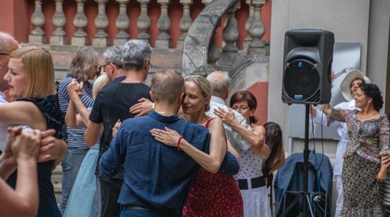 milonga kulturalny stary rynek na golebiej s. wachala 78 800x445 - Milonga pod gwiazdami - w ramach Kulturalnego Starego Rynku